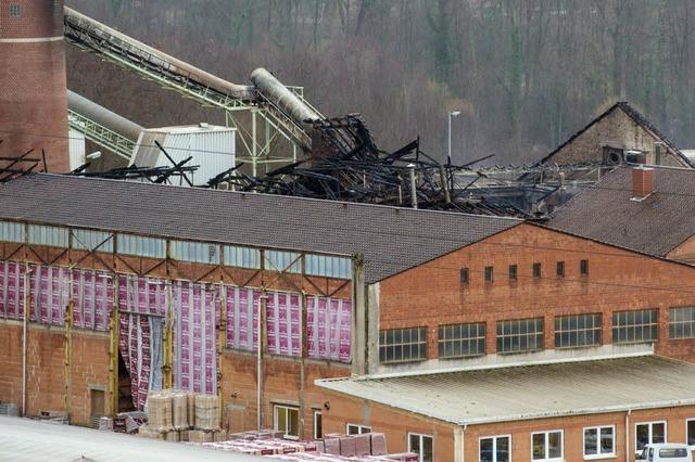 Feuer richtet Riesenschaden in Ziegelwerk an