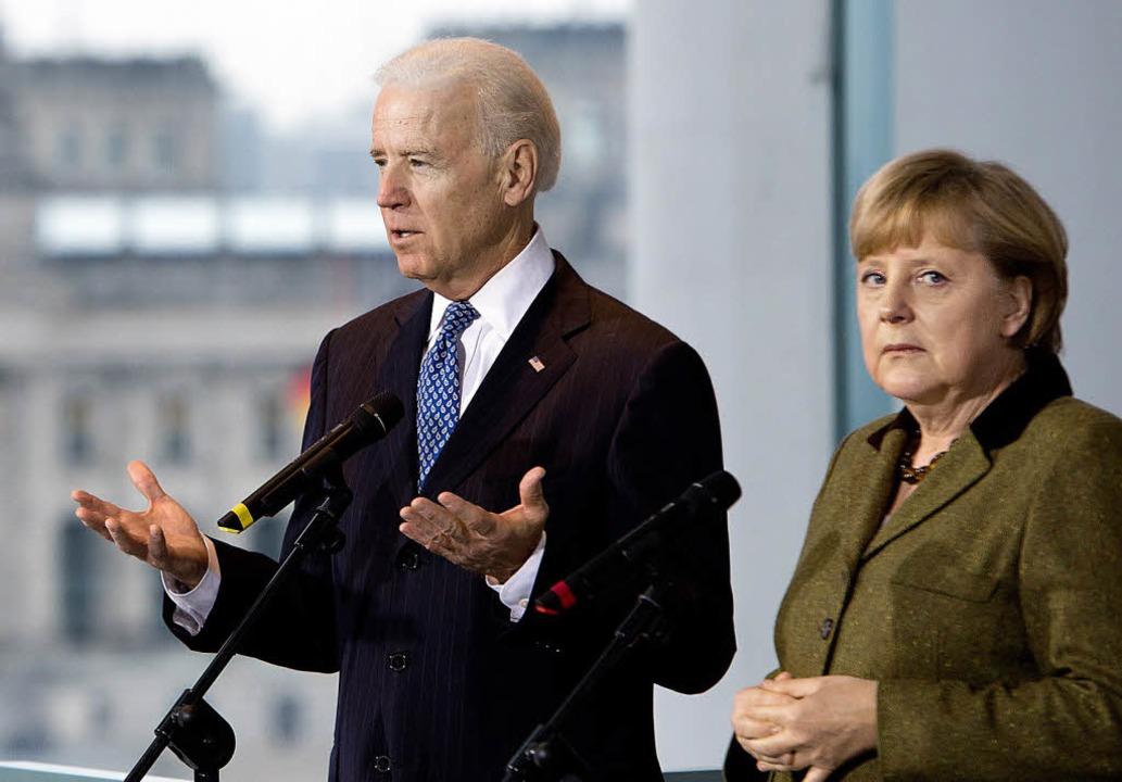 US-Vizepräsident Joe Biden und Angela ...n die  transatlantischen Beziehungen.   | Foto: AFP