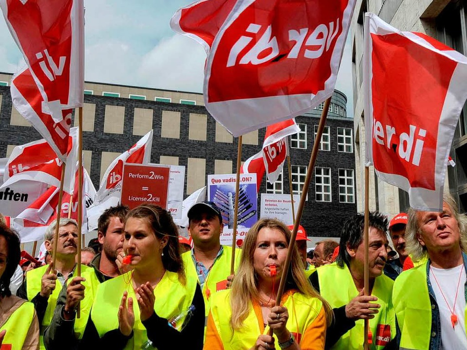 Drohen mit Streik: Eon-Beschäftigte    Foto: dapd