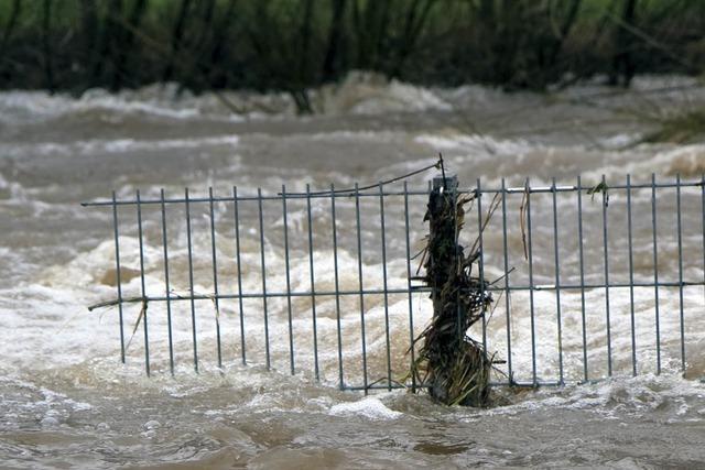 Hochwasser: Feuerwehren im Dauereinsatz