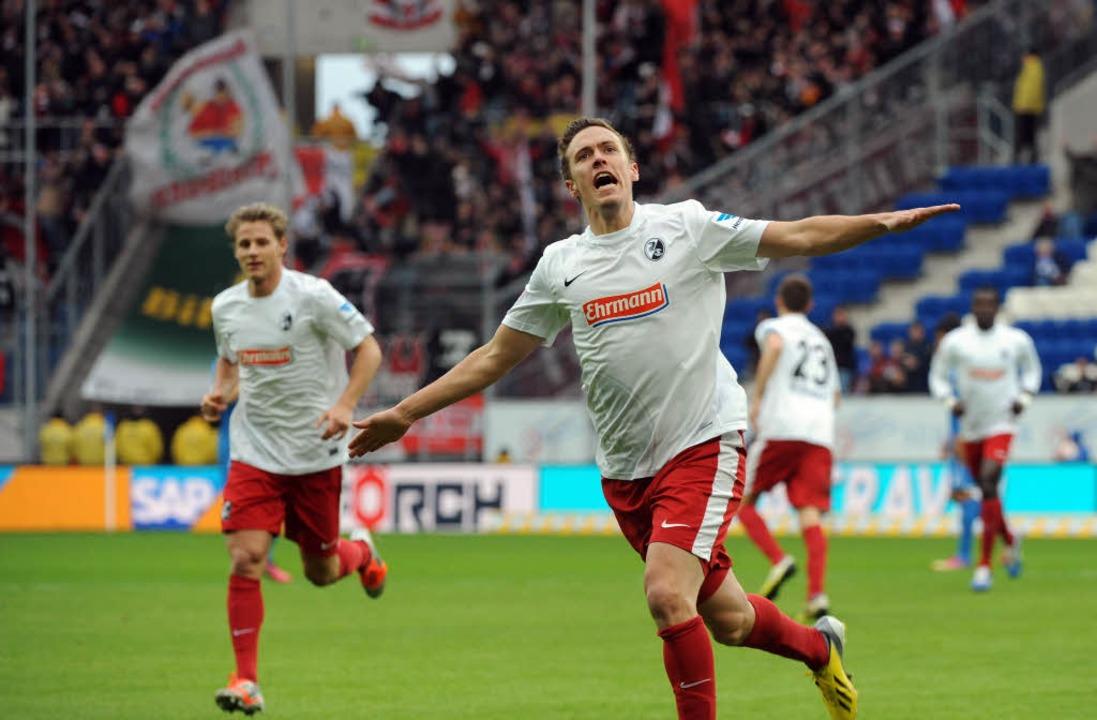 Max Kruse bejubelt seinen Treffer zum 1:0.  | Foto: Michael Heuberger