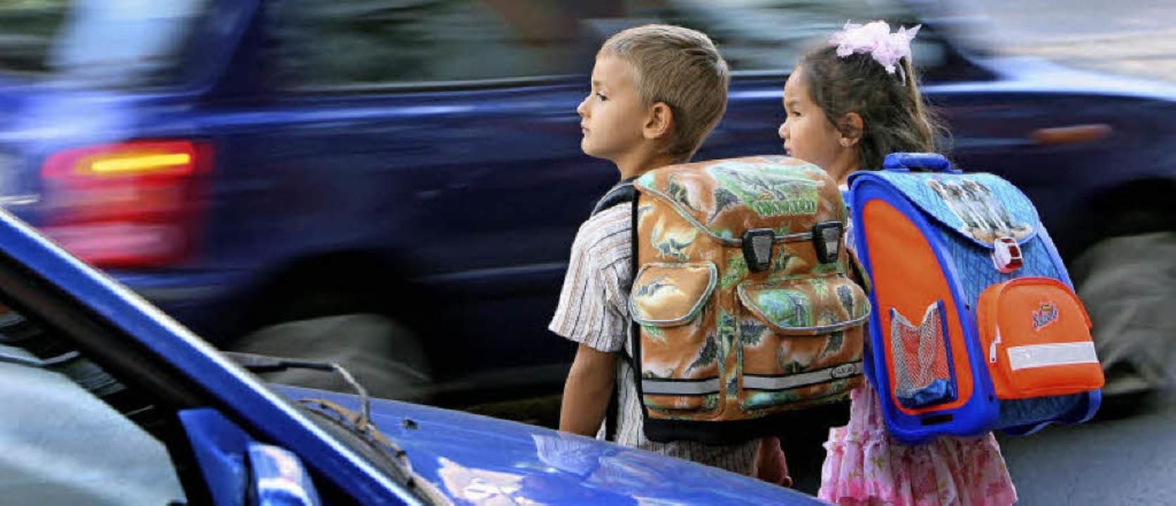 Kinder auf dem Schulweg – Ihnen ...ent der Verkehrswacht ganz besonders.   | Foto: dpa (patrick pleul)