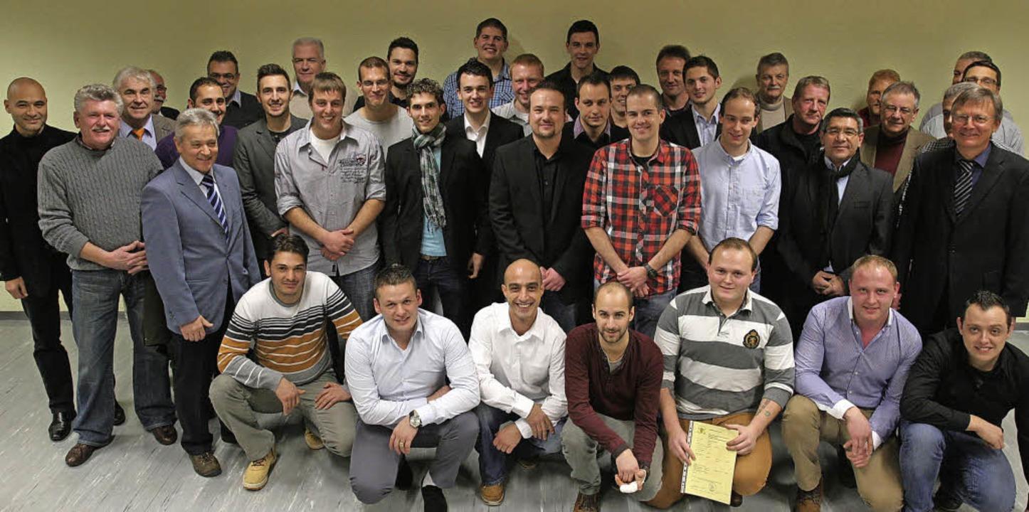 24 junge Kfz-Meister wurden  an der Br...chule mit einer Feier verabschiedet.    | Foto: markus dold