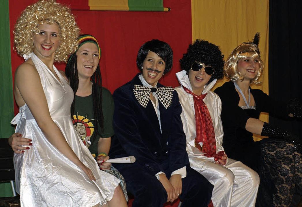 Die Zundelgirls boten Tanz und heiße Hits aus der weiten Welt des Schlagers.   | Foto: Paul Schleer