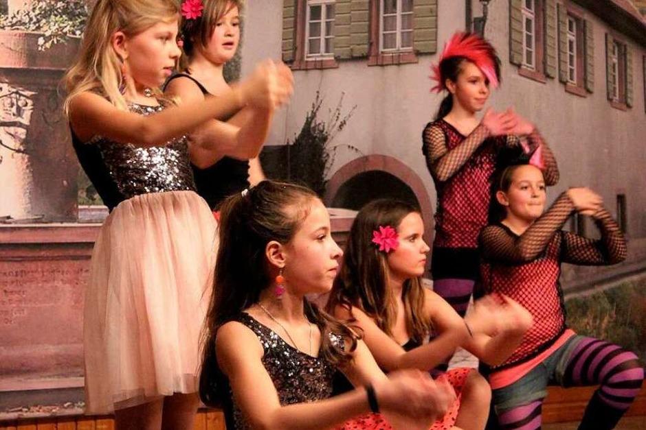 Ballerinas und Rocker verzaubern das Publikum. (Foto: Sarah-Lena Stein)