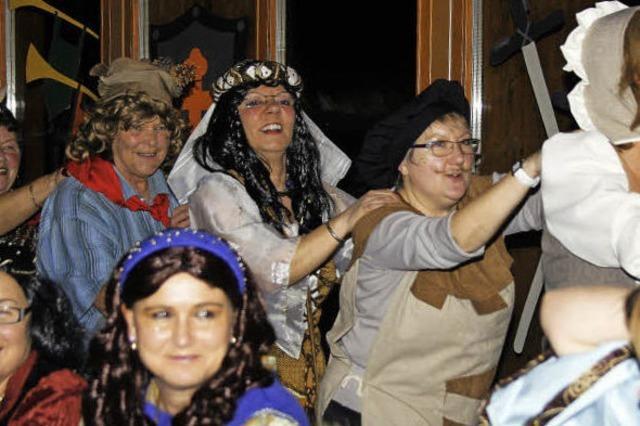 Frauen und Mütter feiern wie die Rittersleut