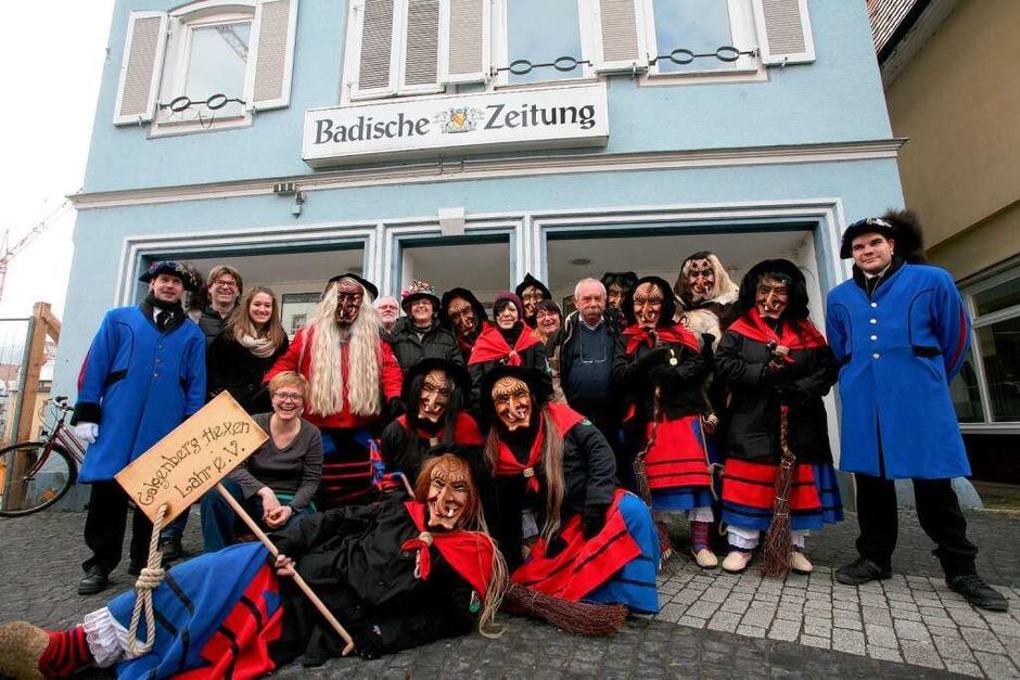 Gruppenfoto vor dem Lahrer BZ-Pressehaus am Urteilsplatz. (Foto: Bastian Henning)