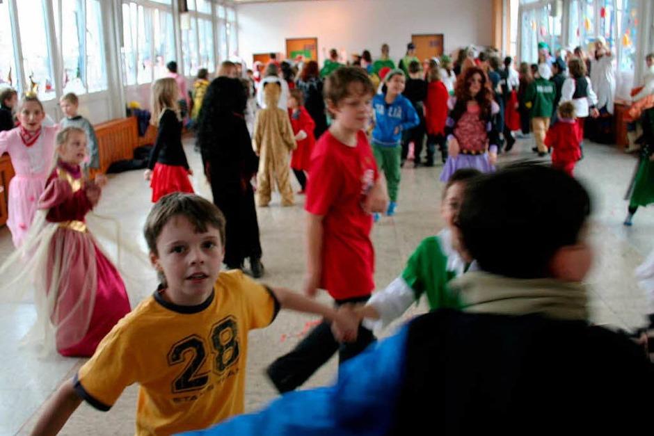 Für fasnächtliche Stimmung, sorgten die beiden  Musikvereine von Wyhlen und Grenzach, zusammen mit der Guggemusik, bei der Schulbefreiung in den Kindergärten und Schulen. (Foto: Silvia Eismann)