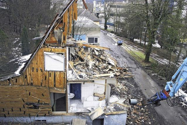 Erste Gebäude der Papierfabrik in Schutt
