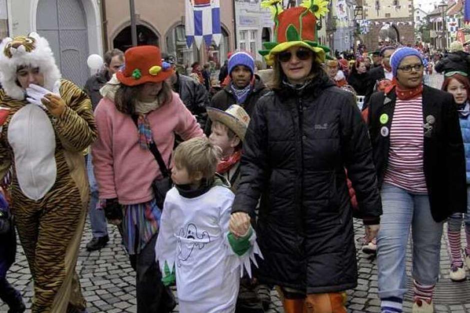 Kinderumzug am Freitag in Endingen: Viele kleine Narren zogen begleitet von ihren Eltern durch Endingen zum Marktplatz. (Foto: Ruth Seitz)