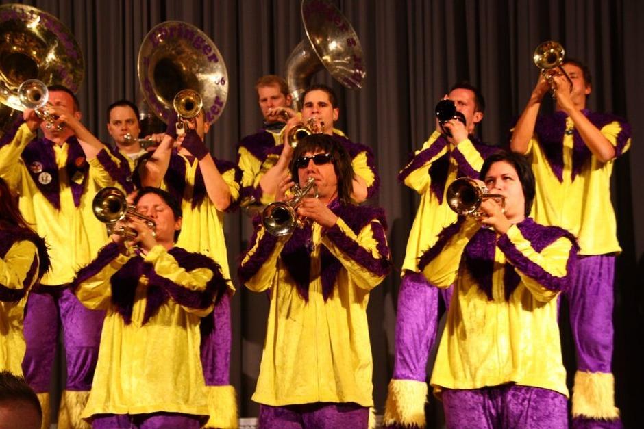 Die Gässlifätzer euphorisierten das Publikum mit ihren Rhythmen. (Foto: Silvia Faller)