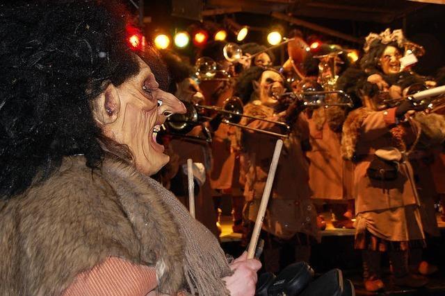 Pflümegeischt für die Guggenmusiker