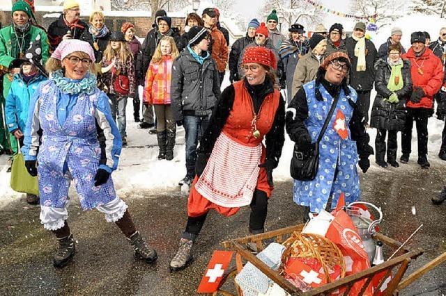 31 Gruppen ziehen durch das Dorf