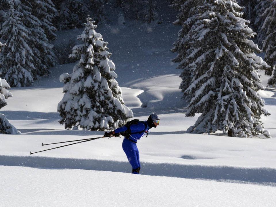In der frisch verschneiten Natur waren die Rucksackläufer unterwegs.  | Foto: Patrick Seeger