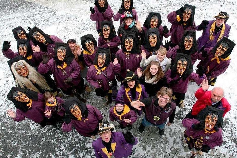 Gruppenfoto vor der Redaktion (Foto: Bastian Henning)