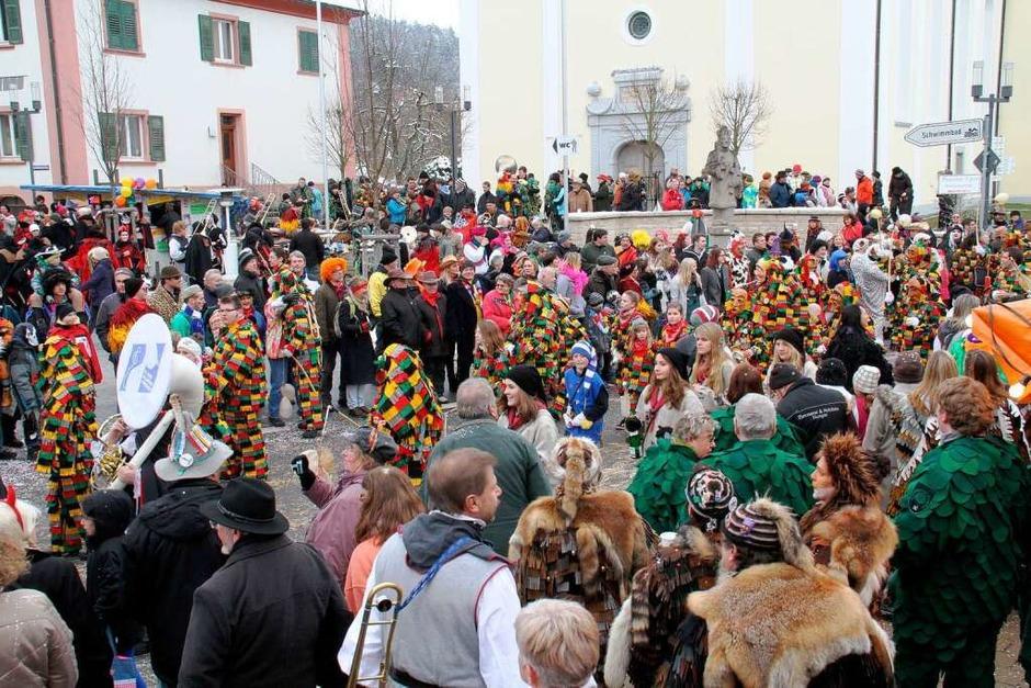 Viel närrisches Volk in der Innenstadt von Stühlingen (Foto: Wilfried Dieckmann)