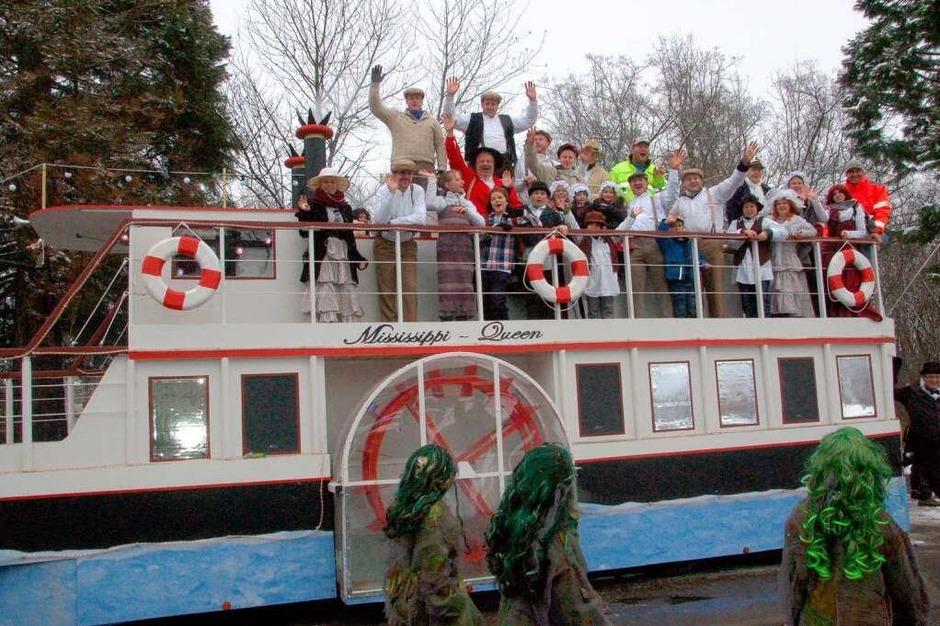 Narren in Eis und Schnee Die Denzlinger Mississippi-Queen der Tauzieher: (Foto: Cornelius Welsch)