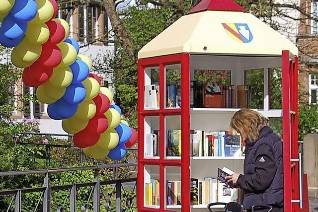 Offenes Bücherregal auf Binzens Rathausplatz?