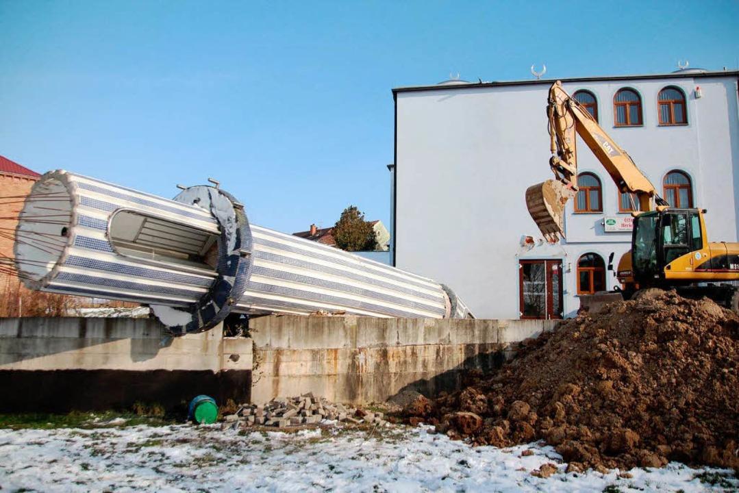 Das Minarett war nicht mehr zu retten,...m es bei Bauarbeiten anfing zu kippen.  | Foto: Michael Saurer