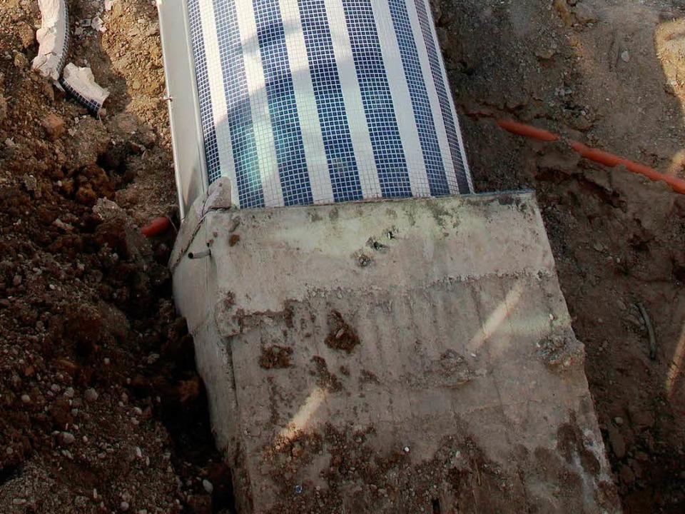 Das Fundament sei nicht ausreichend ti...wesen, meint der Leiter der Baustelle.  | Foto: Michael Saurer