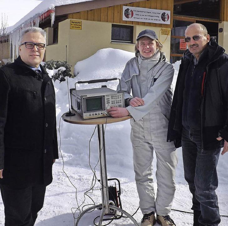 Die Strahlenbelastung wurde am Donners...r und Gemeindereferent Reinhard Lang.   | Foto: Wolfgang Adam