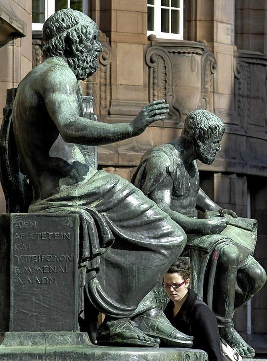 Forschten noch ohne Pool: Homer (l.) und Aristoteles   | Foto: Schneider