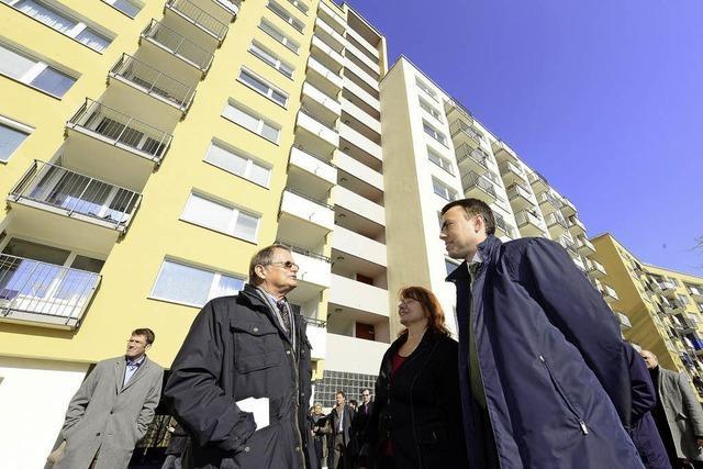Nils Schmid lobt energetische Sanierung in der Alban-Stolz-Straße