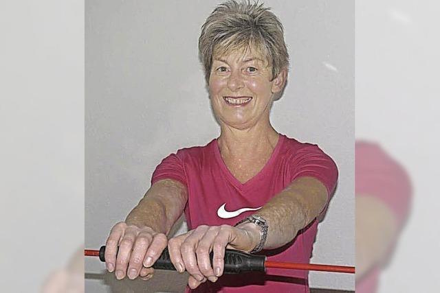Powerfrau mit Spaß am Stretching
