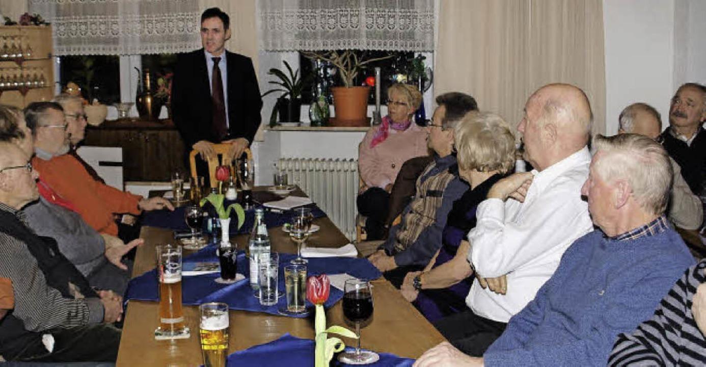 Keine leichte Kost präsentierte Bürger...enenen Mitgliedern der Seniorenunion.   | Foto: Albert Greiner