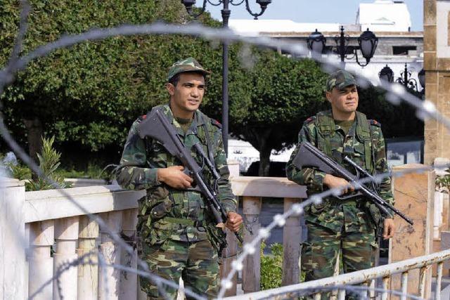 Machtvakuum in Tunesien: Ministerpräsident tritt zurück