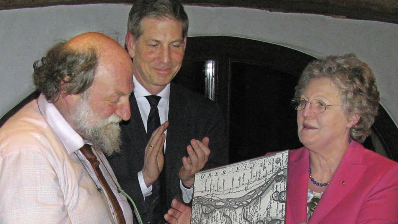 Maire Henri Stoll von der elsässischen...dabei: EU-Vorsitzende Sieglinde Lange.  | Foto: Manfred Lange