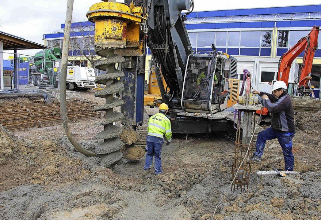 Neun Meter tief hat sich das Bohrgerät...en, um den Baugrund zu stabilisieren.   | Foto: fotos: stadt Ettenheim