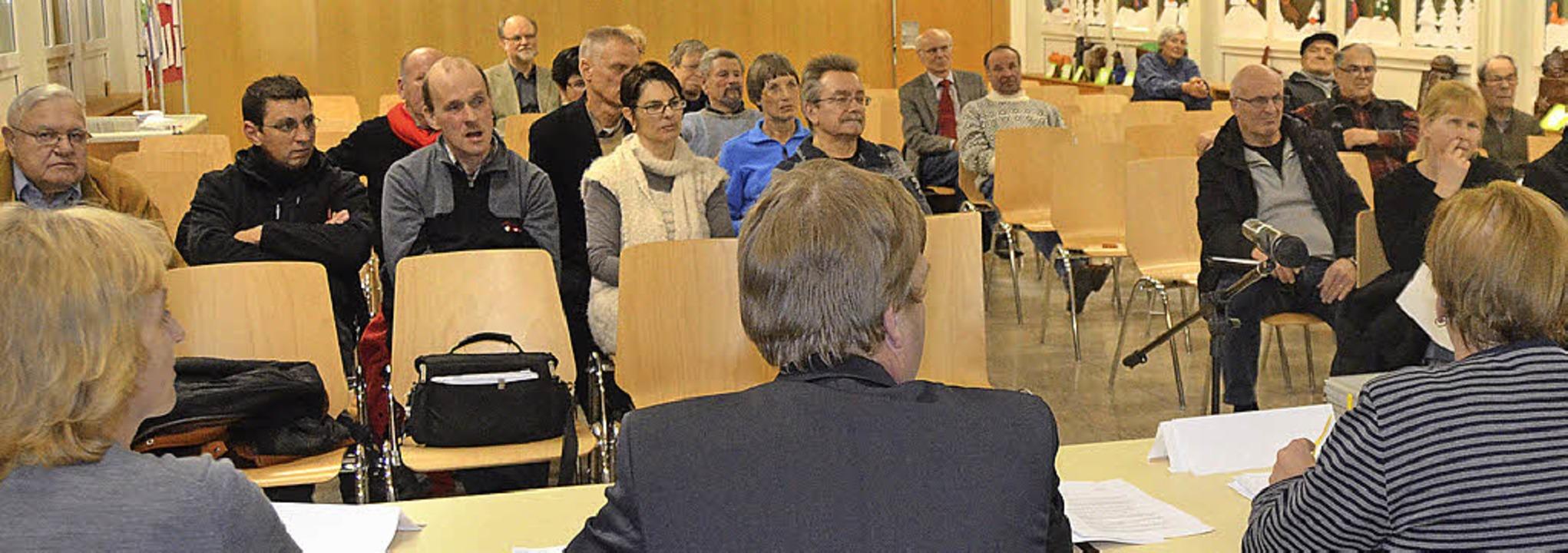 Die Bürger in der Aula der Lindenschule hatten viele Ideen.  | Foto: Ralf H. Dorweiler