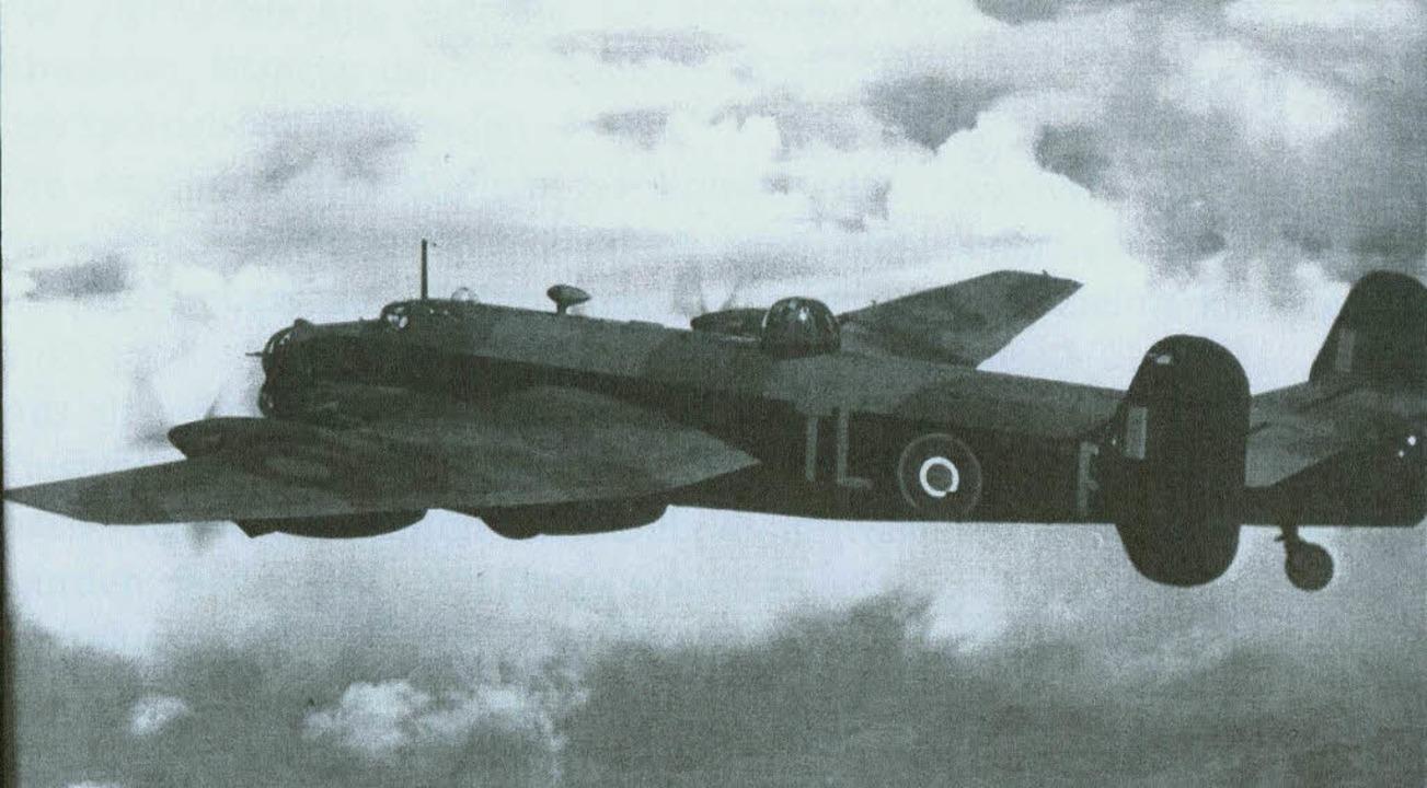 Das Flugzeug  Halifax MK II der Kanadi...te vor 69 Jahren über Hinterzarten ab.    Foto: Privat