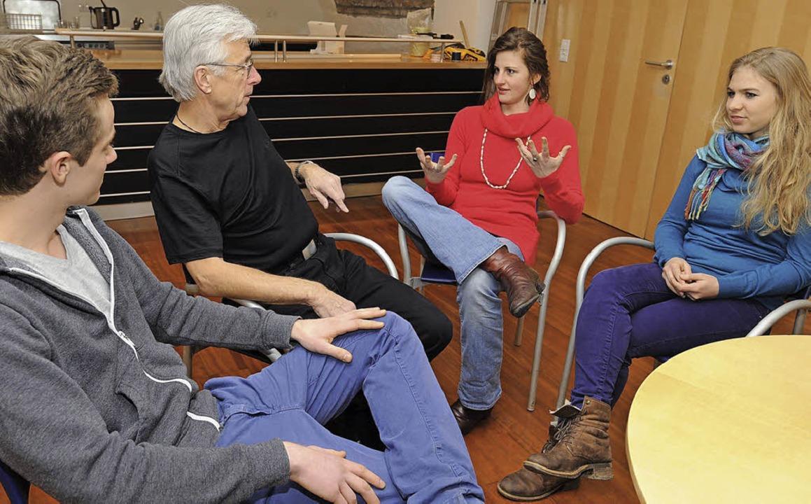 Die Teilnehmer der BZ-Diskussion (von ...r, Diemut Westpfahl und Alia Ciobanu.   | Foto: Rita Eggstein