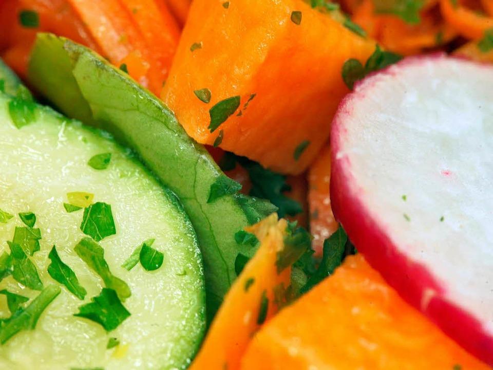 Frisch müssen die Zutaten sein, das gilt auch auf der Kochbuchmesse in Paris.  | Foto: dpa