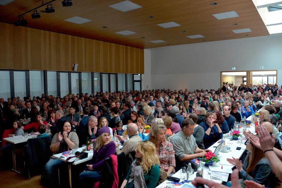 Blick in das gut gefüllte Bürgerhaus (Foto: Birgit Herrmann)
