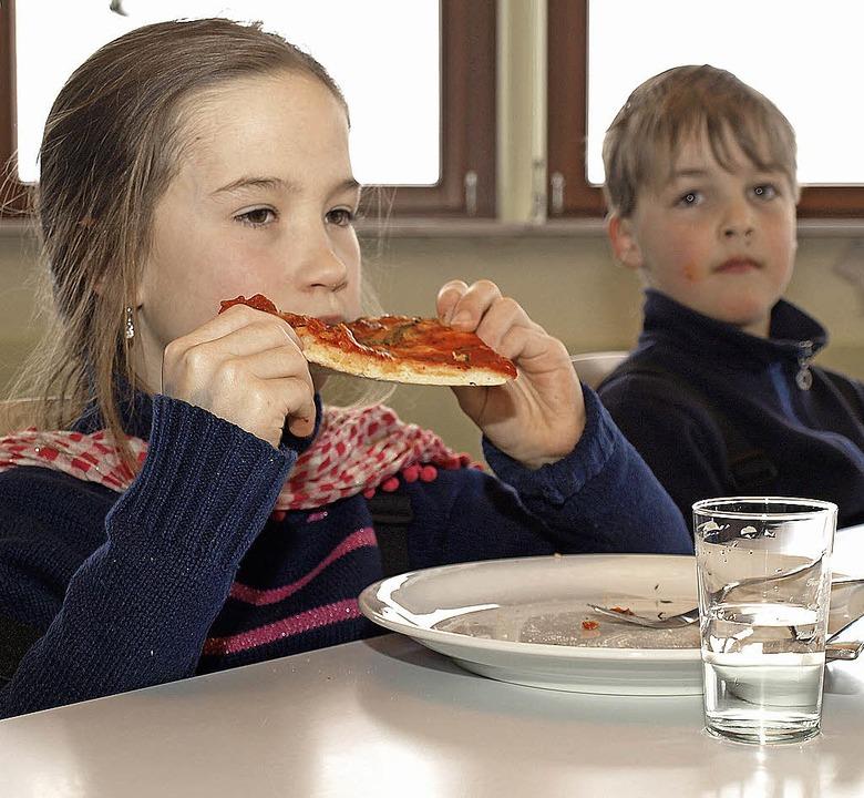 Essen, das den Kindern schmeckt. Die G...tisch vom Parkhotel Adler  geliefert.   | Foto: Marion Pfordt