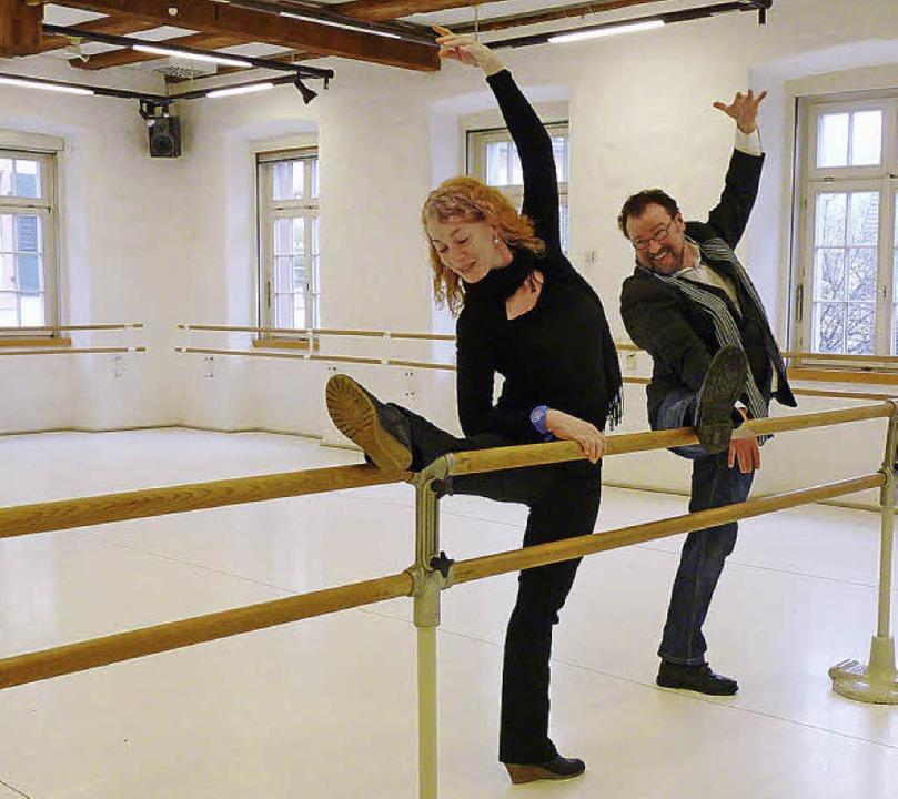 Kulturchef Simon Moser übt sich im Bal...er in der klassischen Bewegungskunst.   | Foto: Kulturbüro