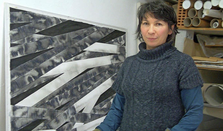 """Schwarz ist nicht traurig"":...lette Couleau in ihrem Basler Atelier     Foto: Roswitha Frey"