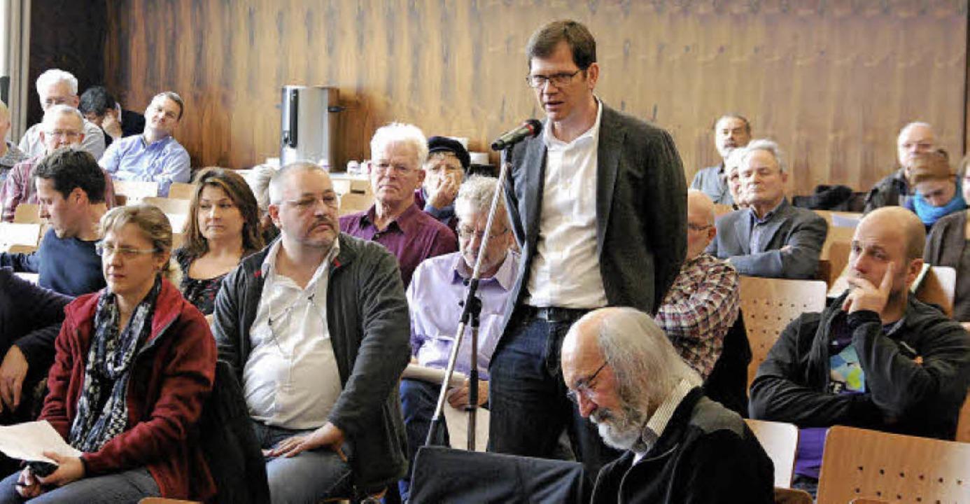 Zahlreiche kritische Fragen kamen beim...om Forum Grenzach-Wyhlen am Mikrofon.   | Foto: Ralf Staub