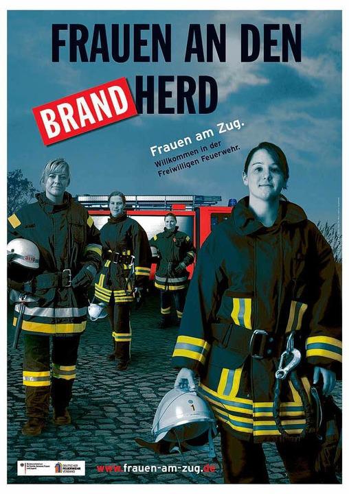Plakate wie dieses waren Teil der Kamp...anz für Frauen in der Feuerwehr warb:   | Foto: Privat