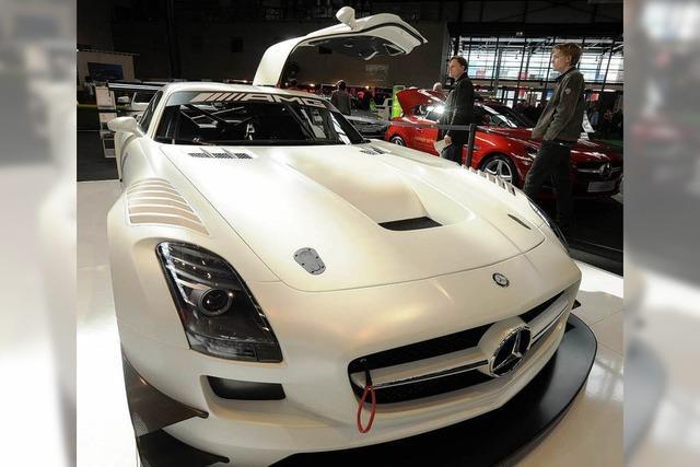 Automobil 2013: Viel Hochglanz und ein bisschen Flower Power