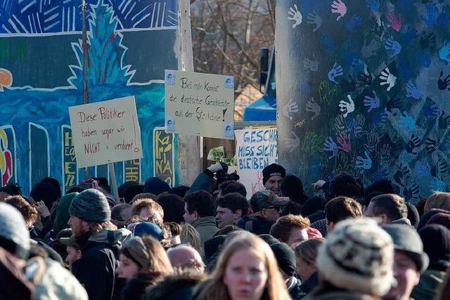Tausende demonstrieren für Erhalt der East Side Gallery