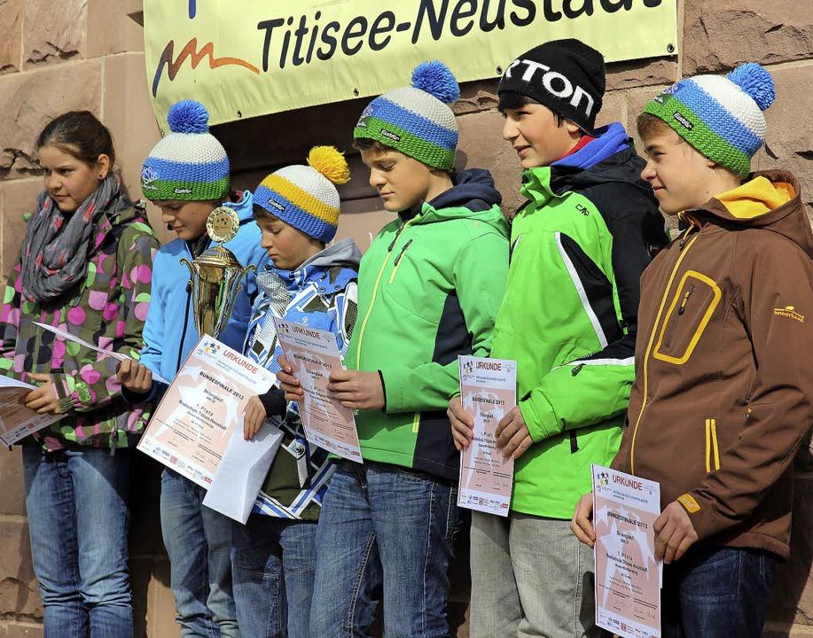 Das Bundessieger-Team im Langlauf von ...er Feier auf dem Hof der Realschule.    | Foto: Eva Korinth