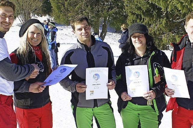 Wettbewerbe bei idealem Skifahr-Wetter