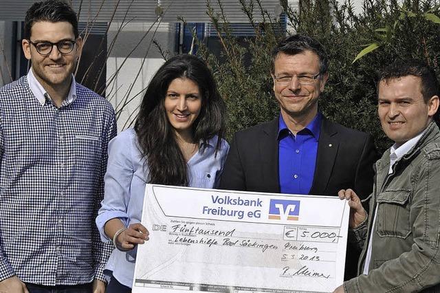 BZ-Leser spenden 5000 Euro für die Lebenshilfe