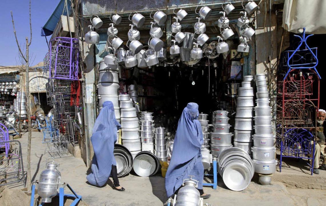 Verschleierte Frauen in Herat, Afghanistan     Foto: dpa