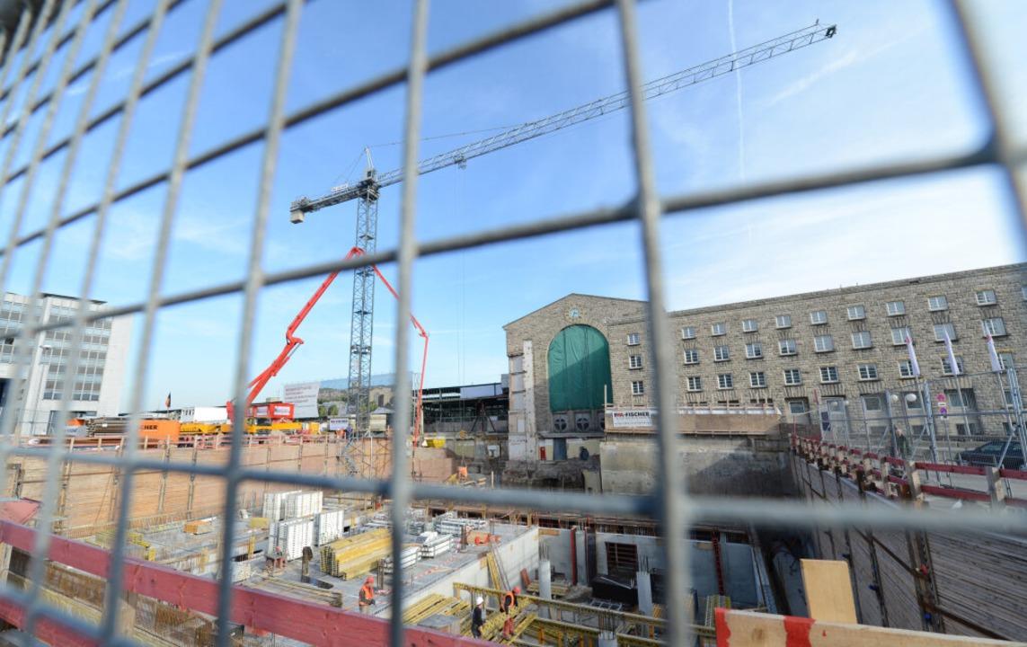 Baustelle im Herzen der Landeshauptsta...fbahnhof Stuttgart 21 wird realisiert.  | Foto: dpa