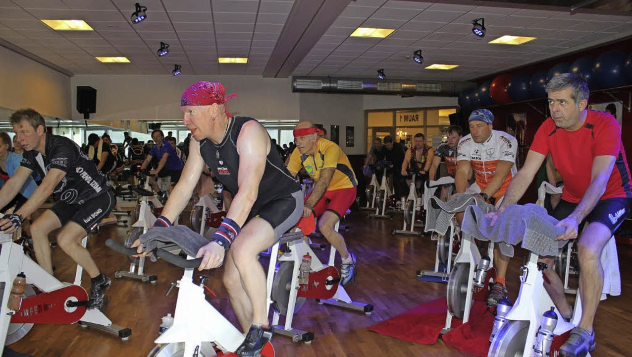 Benefiz-Indoor-Radeln im Fitness-Cente...en die ganzen zehn Stunden im Sattel.   | Foto: Joel Perin